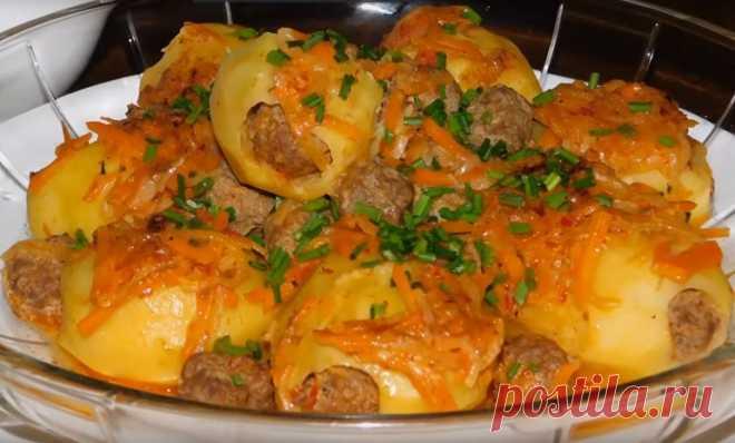 Отличный ужин: картофель, фаршированный мясом, в сливочной заливке