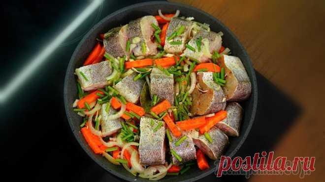 Рыба как раки! Как вкусно и просто приготовить минтай или хек Очень простой рецепт полезного блюда с рыбой и овощами. Благодаря укропу и специям, рыба становится чем-то похожа на вареных раков. Для этого рецепта я использую самую доступную рыбу – минтай или хек....