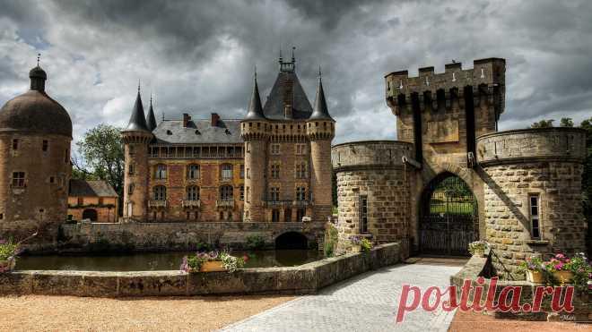 Замок Ла-Клайетт (Château de la Clayette), Франция.