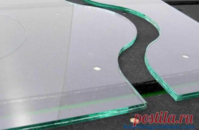 Как отрезать стекло без стеклореза: 5 необычных способа Для резки стекла мы привыкли использовать спец. инструмент – стеклорез. Не сложная операция, при которой проводится линия (царапина) стеклорезом, а потом надламывается по разметке. Советуют использовать линейку, чтобы провести ровную линию. Желательно один раз провести царапину. Если сделать это несколько раз, то стекло не ровно... Читай дальше на сайте. Жми подробнее ➡