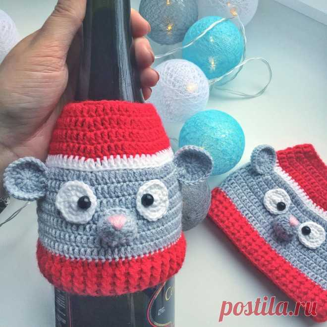 СХЕМА Вязаный чехол мышка на шампанское | Hi amigurumi #схемакрючком #схемыкрючком #вязаныйчехол #crochetpattern