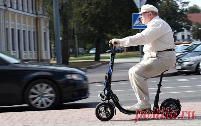 Кем считается на дороге человек на электросамокате: водителем, велосипедистом или пешеходом