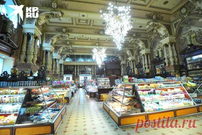 Пустые полки, огромные скидки: в Москве закрывается легендарный магазин «Елисеевский»