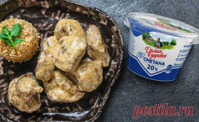 Шеф-повар Константин Ивлев рассказал, как правильно приготовить нежнейшую печень в сметанном соусе | Готовим #ДомаВкусно с продуктами «Домик в деревне» | Яндекс Дзен