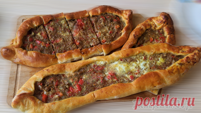 Киймали пиде. Турецкие лепешки или пицца по-турецки Сочные и вкусные лепешки на завтракИнгредиенты для Киймали пиде:✔ Говяжий фарш - 400 гр✔ Помидор - 1 шт✔ Красный сладкий перец - 1 шт✔ Лук репчатый - 1 шт✔ Чеснок - 2 зубчика✔ Куриное яйцо - 1 шт✔ Мас...