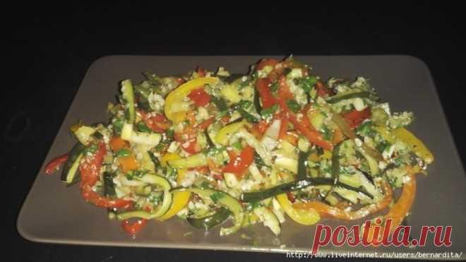 Марокканский салат с кабачками и болгарским перцем.