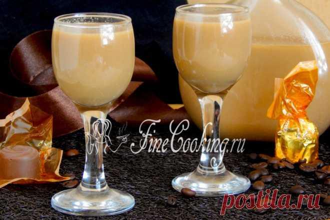Карамельно-кофейный ликер Ах, ликеры… Из алкогольных напитков это мои самые любимые! Только представьте себе: вечер, тишина, чашечка свежезаваренного кофе и рюмочка ароматного сладенького ликера… Умиротворение после насыщенного дня… Чудесно…  Понятно, что пить алкоголь нужно в меру и не часто, но оттого подобные напитки и приносят минуты радости.