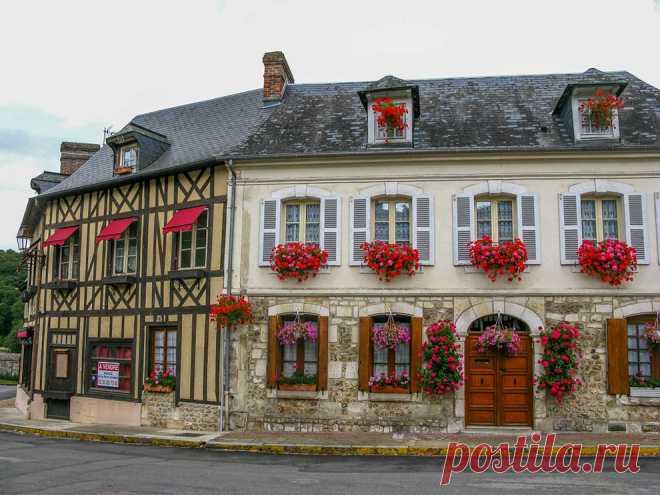 Деревня Ле Бек-Хеллуэн(Le Bec-Hellouin),Франция