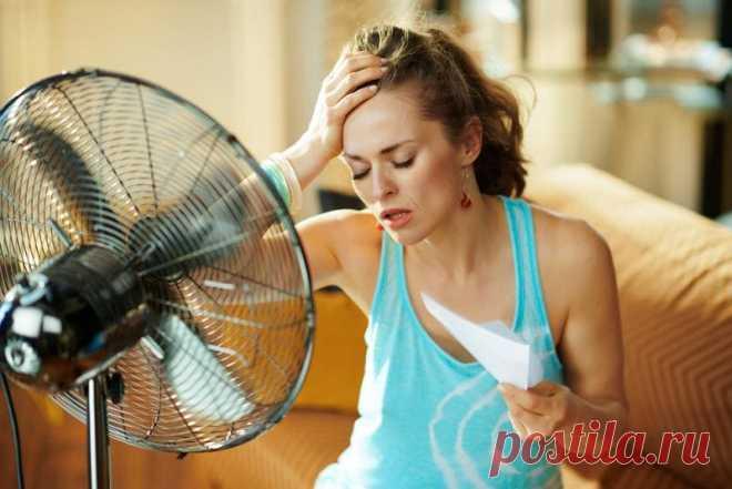Как охладиться в жару на улице, на работе без воды и кондиционера? В жаркий день лучше всего сидеть дома под кондиционером или отдыхать рядом с водоёмом. Это идеальный вариант. На практике такое случается достаточно редко.