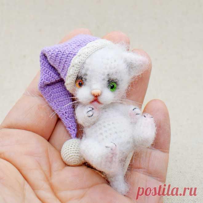 PDF Кисуля. FREE amigurumi crochet pattern. Бесплатный мастер-класс, схема и описание для вязания амигуруми крючком. Игрушки своими руками! Котик, кот, кошечка, кошка, котенок, cat, kitten, gato, gatito, gatinho, chat, minou, kitty, kätzchen. #амигуруми #amigurumi #amigurumidoll #amigurumipattern #freepattern #freecrochetpatterns #crochetpattern #crochetdoll #crochettutorial #patternsforcrochet #вязание #вязаниекрючком #handmadedoll #рукоделие #ручнаяработа #pattern #tutorial #häkeln #amigurumis