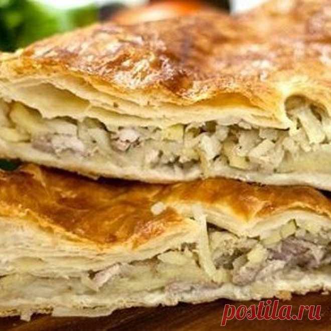 На ужин всей семье! Пирог-слойка с курицей и шампиньонами — Вкусные рецепты