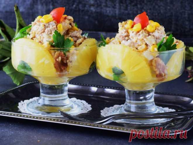 Салат с ананасами, курицей и грецкими орехами — рецепт с фото Простой салат с ананасами и курицей я хочу превратить в праздничный. Вы со мной?