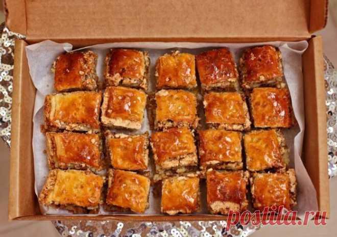 Сразу скажу, что речь не о классической восточной Пахлаве, наш рецепт больше похож на ореховое печенье