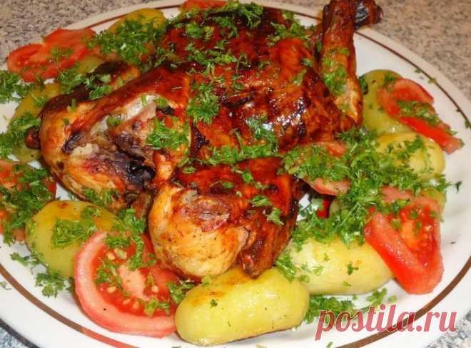 Курица с картошкой в духовке - очень вкусно! Привет, друзья! Сегодня решила накормить свою любимую семейку одним довольно сытным блюдом. Решилась запечь курицу в духовке. А чтобы не