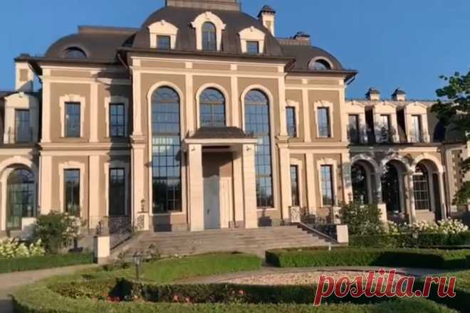 «Маленький Версаль!»: Соцсети шокированы богатством подмосковного особняка задержанного проректора МГУ