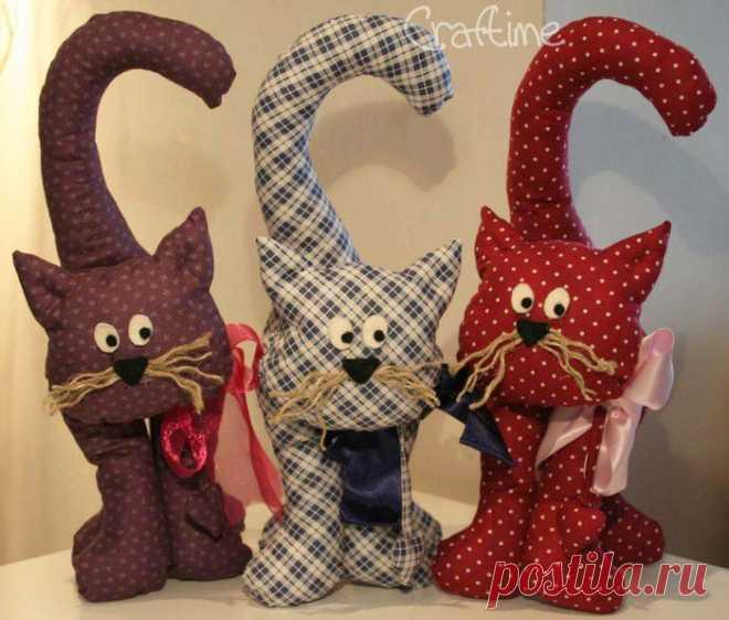 Коты из ткани..