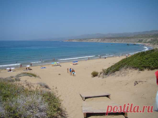 Кто любит тишину у моря, ищите место на Кипре поспокойнее.Одним из самых красивых мест для наблюдения за закатом является беспрепятственный вид на океан, которым вы можете наслаждаться с полуострова Акамас . Здесь вы окажетесь на западной стороне острова, который, как полагают многие, предлагает самые лучшие закаты на всем Кипре.