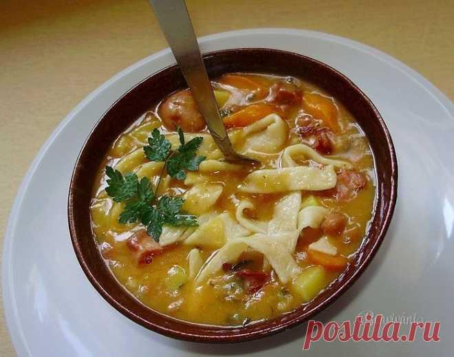 Сытный и вкусный фасолевый суп с домашней лапшой