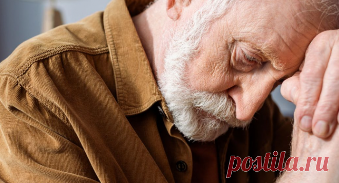 Привычки, которые приводят к болезни Альцгеймера Болезнь Альцгеймера обычно настигает людей старшего возраста, но встречается и так называемый ранний Альцгеймер — у молодых людей до 30, пишет Newsner. Этим неизлечимым заболеванием на данный момент страдает около 50 миллионов человек.