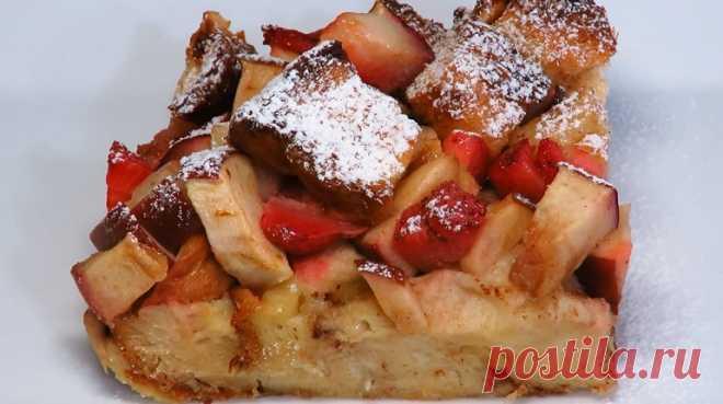 Большая ленивая шарлотка: вкусный завтрак из яблок и хлеба