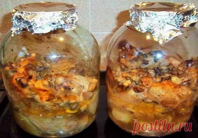 Курица в банке - невероятно вкусные рецепты курицы в духовке Здравствуйте, друзья! Сколько блюд придумано людьми, что я иногда в шоке))). Казалось бы, ну, что еще можно придумать и сделать
