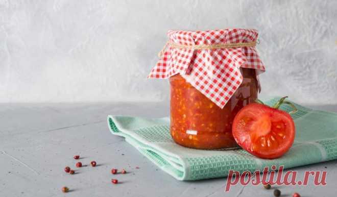 Аджика из помидоров с хреном без варки - Лайфхакер