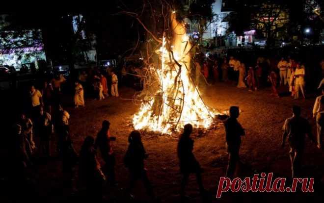 На севере Индии празднуют Лори - поворот от зимы к весне | События