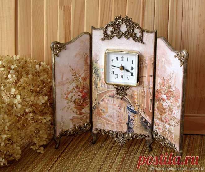Часы каминные. Венеция – купить на Ярмарке Мастеров – J4Z06RU | Часы каминные, Москва Часы каминные. Венеция. в интернет-магазине на Ярмарке Мастеров. Часы каминные, Венеция, выполнены в технике декупаж. Декорирована лепными украшениями, золочением и патинированием. Функциональность красивой вещи придают часы. Часы-ширма станут достойным украшением Вашего камина или комода.