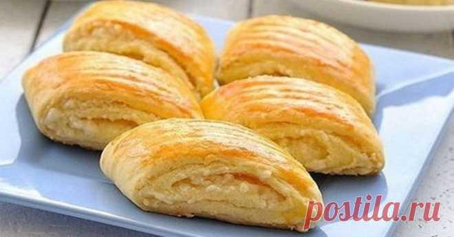 Остался кефир? Вкуснятина за 5 минут! Гата, или кята, или када— восточная сладость, самое известное армянское печенье, необыкновенно вкусное. Напоминает то ли слоеные пирожки, то ли рулетики со сладкой начинкой.      Ингредиенты:  Для теста:   850 г муки  2 яйца  300 мл кефира  5 г соды  соль по вкусовым желаниям