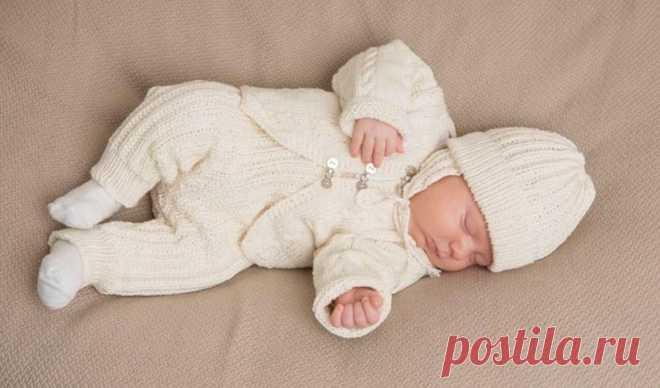 Вязаные костюмчики для новорожденных спицами: 14 моделей ...