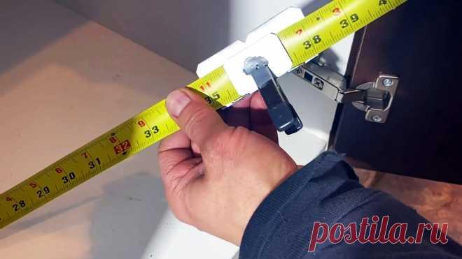 Как сделать прищепку на рулетку для точных угловых замеров Измерить точное расстояние рулеткой от угла до угла за один раз невозможно, так как ленту нужно подгибать, что дает погрешность в пару миллиметров. Специальная прищепка, позволит компенсировать этот недостаток инструмента. Делается она элементарно.Материалы:жесть;зажим крокодил.Процесс изготовления