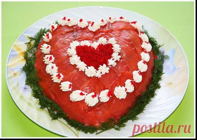 """Слоенный салат """"Сердце""""."""