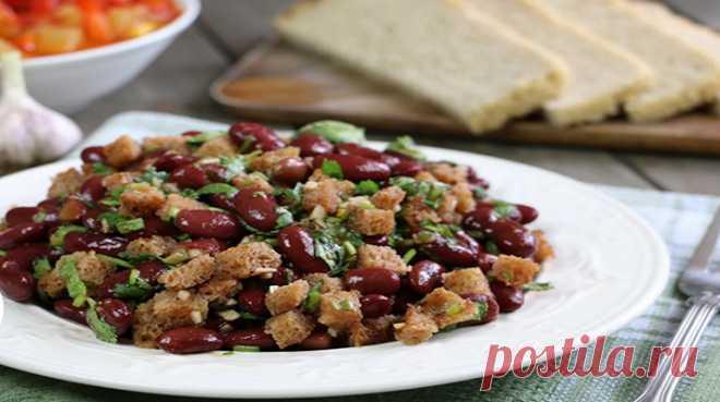 Грузинский салат с фасолью - Грузинскийсалат с фасольюстанет украшение любого стола. Оригинальный и вкусный салат из красной консервированной фасоли с сухариками приятно вас удивит, а кинза придаст постному салату особую изюминку. Попробуйте приготовить вкусныйсалат по-грузински:... Read more »