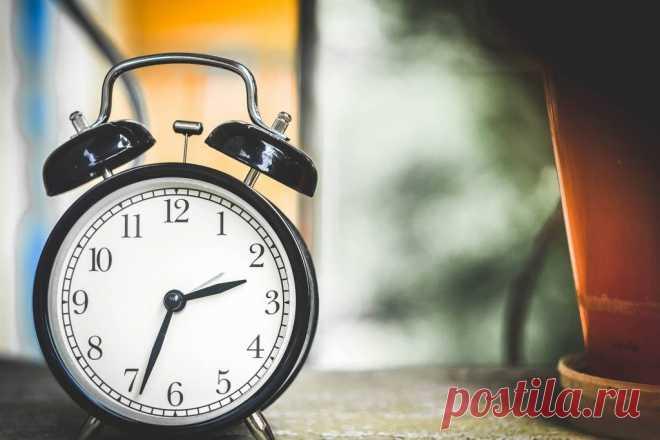 Почему стрелки часов двигаются слева - направо, а не наоборот? Вряд ли есть механизм, популярнее этого