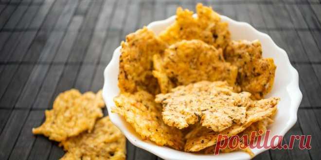 Сырные чипсы с чесноком и кайенским перцем
