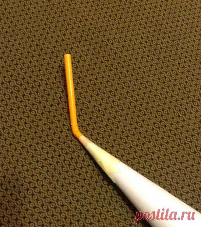 Отличный способ почистить швейную машинку Все, кто шьет, знают насколько важен уход за любимыми помощниками: швейной машинкой и оверлоком. В процессе работы между деталями внутренностей скапливается много ворсинок и пыли. И если игнорировать …