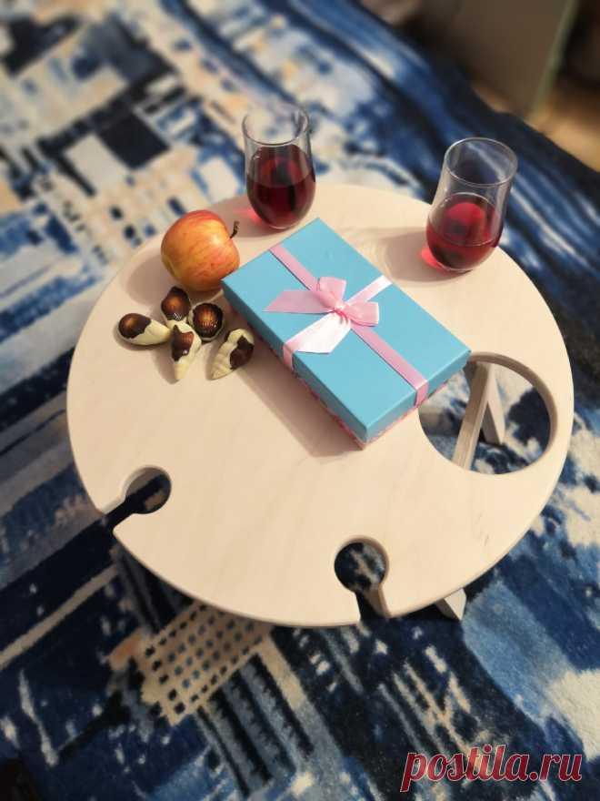 Винный столик - это красиво и удобно! С ним вино не прольётся, потому что бокалы и бутылка надёжно зафиксированы👌🏻 Есть место расположить любимые закуски 🧀🍇 #столикдляноутбука #столикдлязавтракавпостель#столиквпостель #столикдлязавтрака#назаказ #ручнаяработа #handmade#завтраквпостель  #винныйстолик #столикдлявина #оригинальныйподарок #москвасити #тамбов #тверь #тыва #сахалин #саха #якутск #якутия #нерюнгри #карелия #петрозаводск #удмуртия #россия🇷🇺