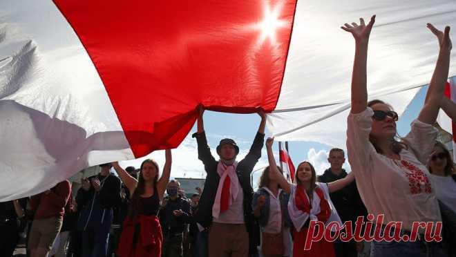 13.09.20-Протестующие в Минске идут маршем на дома силовиков и чиновников Собравшиеся на очередную акцию протеста люди двинулись к местам, где живут белорусские мэры и начальники полиции. Об этом сообщает Telegram-канал Nexta .