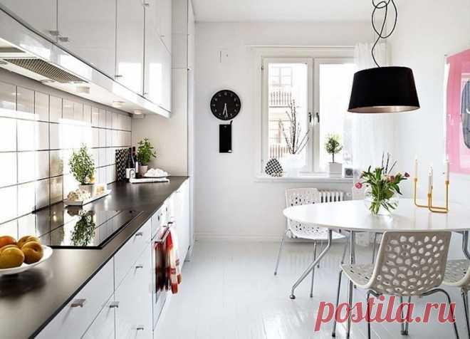 """Дизайн маленькой кухни: 8 практичных советов   Журнал """"JK"""" Джей Кей Как оформить маленькую кухню – вечно актуальный вопрос, который не устают задавать все, кто начинает ремонт в квартире. В старых домах площадь кухни зачастую не превышает 6–8 метров. И разместив на этой тесной площади всю необходимую технику и места для хранения, мы все еще хотим, чтобы кухня выглядела стильно и уютно. Это становится возможным, если учесть при оформлении интерьера несколько базовых правил ..."""