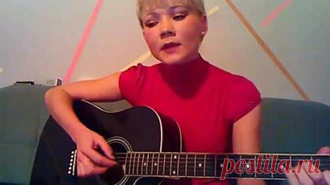 Очень красивый голос,трогательное исполнение  под гитару