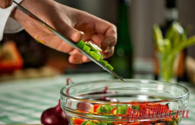 10 хитростей для продвинутых хозяек: тысяча баллов тому, кто придумал! У любой хозяйки найдется пара-тройкакулинарных приемчиков, помогающих ей готовить вкусную и здоровую еду.Мыделимсяеще несколькими лайфхаками, которые обеспечат не только экономию времени на...