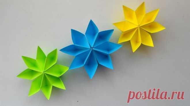Цветы из бумаги - красивая, простая и универсальная оригами поделка. Бумажные цветы легко мастерить своими руками из обычной цветной бумаги, которая есть у каждого под рукой. Цветами из бумаги можно красить различные подарки, сделать из нескольких элементов - целую гирлянду или просто подарить сестре, маме или бабушке на 8 марта. Применение - безгранично, а если еще и увлечь своего ребенка таким интересным занятием - получается двойная польза для общего развития. Для созда...