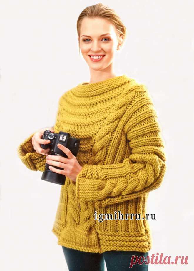 El saltador hípico de lana del color de mostaza con las trenzas, vinculado sobre los rayos gordos. Los rayos