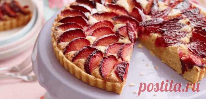 Відкритий пиріг зі сливами. Ніжна, розсипчаста випічка з кисло-солодким смаком