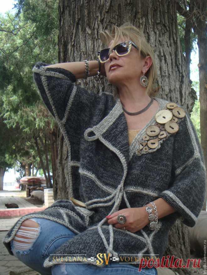 Пальто вязаное с пуговицами авторское – купить в интернет-магазине на Ярмарке Мастеров с доставкой Пальто вязаное с пуговицами авторское - купить или заказать в интернет-магазине на Ярмарке Мастеров | Пальто авторское связано спицами.Весной, осенью и…