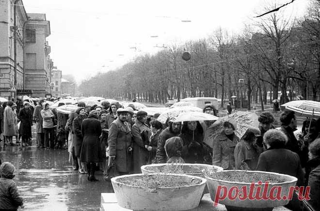 (1) Facebook  Очередь на выставку Ильи Глазунова 1979 г.