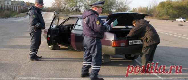 Обязан ли водитель открывать багажник по требованию инспектора ДПС