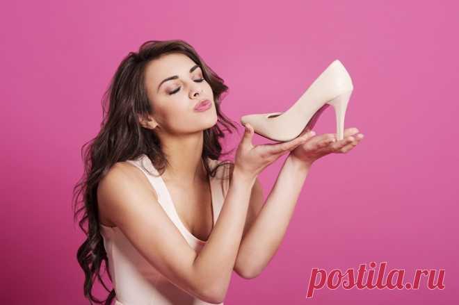 Чтобы не натереть ноги в летней обуви, я всегда беру с собой… 8 эффективных средств!  Наверняка у тебя есть обувь, которую ты любишь, но не можешь носить, потому что она сильно давит или натирает. И сейчас, с уже практически наступившим летом, вместе с солнцем, платьями, босоножками и…