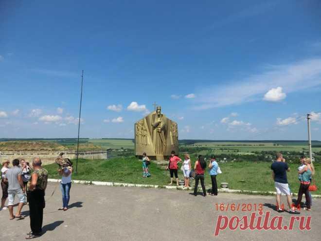 Знаходиться вона в місті Хотин Чернівецької області