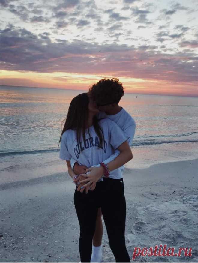 Каким должен быть первый поцелуй?